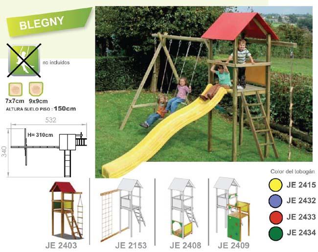 Parques infantiles de madera con toboganes y columpios